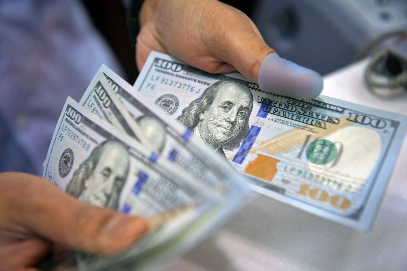 ''المركزي وCIB'' الأقل سعرا.. تعرف على أسعار الدولار في البنوك الحكومية والخاصة